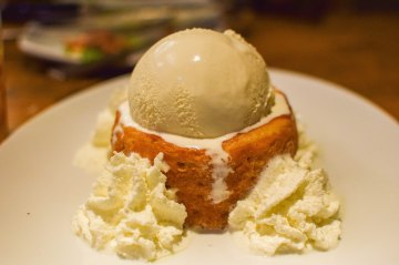 Butter Cake with Haagan-Dazs Ice cream. Unassuming yet so fantastic, warm and yummy. GET THE ICE CREAM PEOPLE (it's optional on the menu)